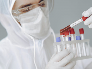 12 Professions That Need Bloodborne Pathogens Training - Featured Image